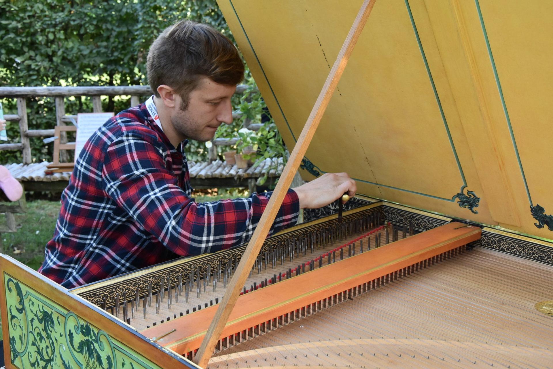 Journées Européennes des Métiers d'Art : Thibault Guilmin, le Normand qui réinvente le clavecin