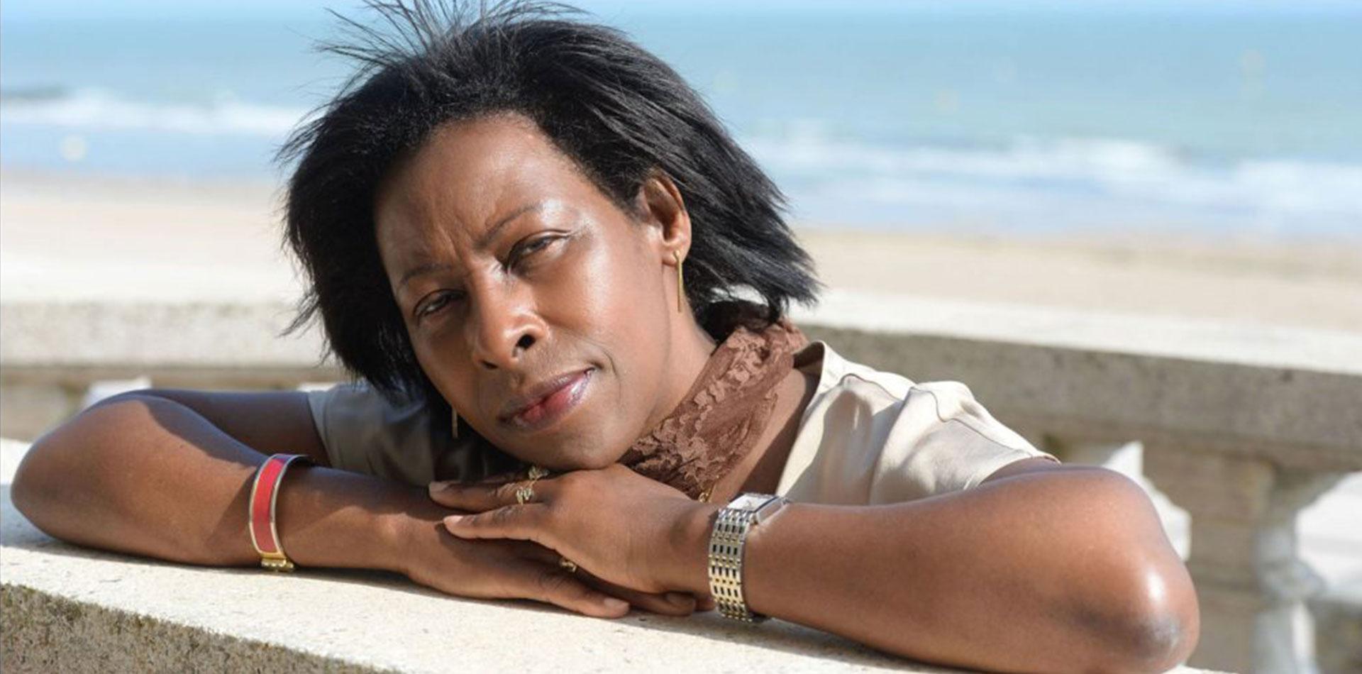 """Scholastique Mukasonga : """"75 années se sont écoulées, mais les blessures, elles, sont toujours présentes."""""""